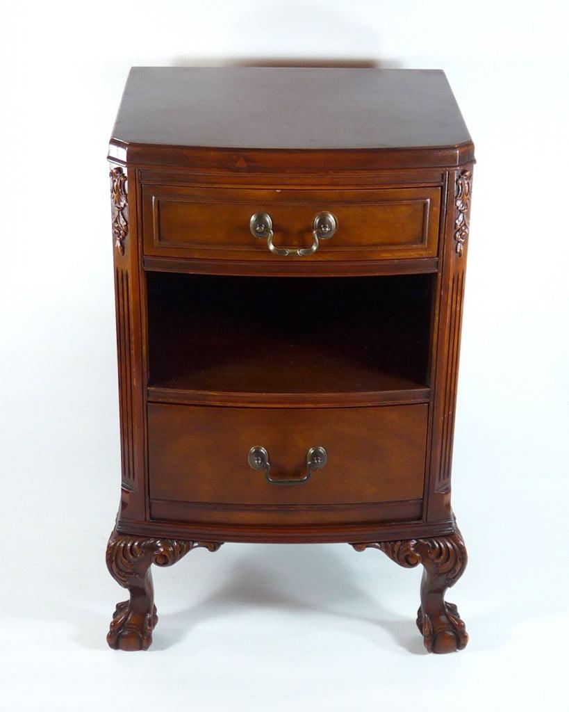 Chippendale bedside table catalogue les antiquit s bolduc for Table chevet transparente