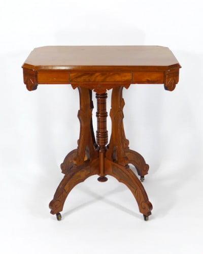 table-eastlake-frene